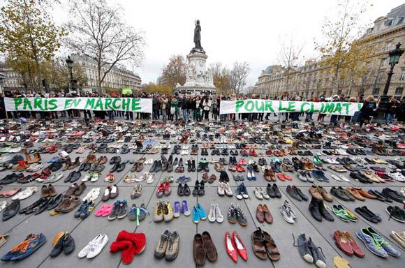 miles-de-zapatos-en-paris-cambio-climatico-foto-reuters